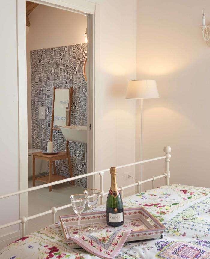Camera Doppia Bed and Breakfast Treviso Italia Le Tre Corti Stanza Corte Gioiosa Bagno Doccia Idro Massaggio