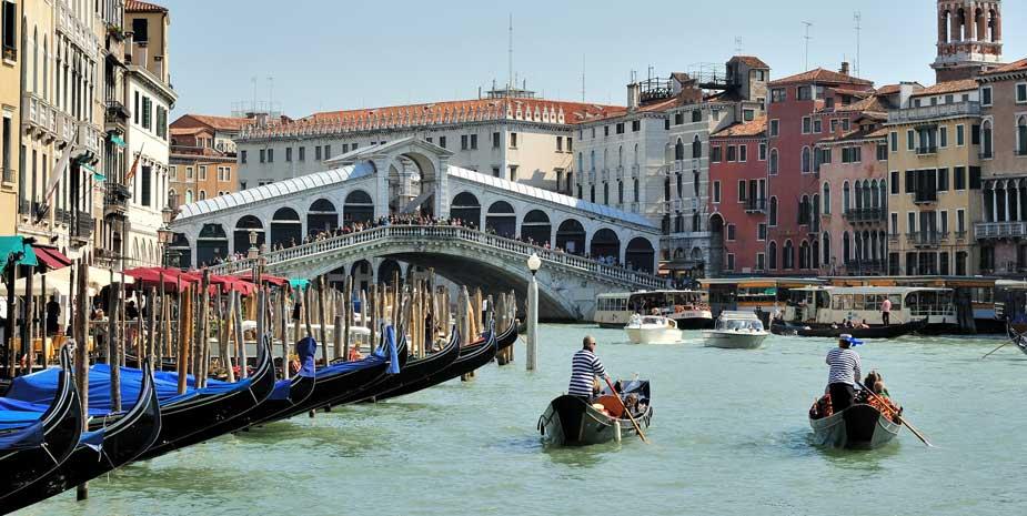 Venice Rialto Gondoliers - Attractions Near B&B Le Tre Corti Treviso